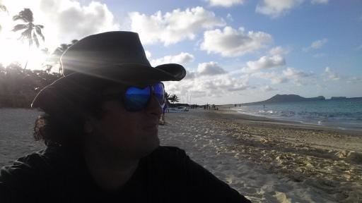 Lanikai Beach'de Uzaklara Bakıp, Düşünürken..