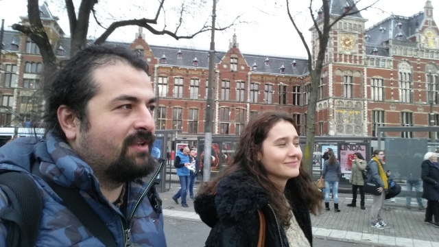 Iki Yolcu Amsterdam'da